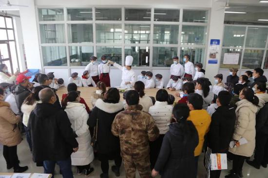 塔里木职业技术学院举行烹饪文专融合公开课