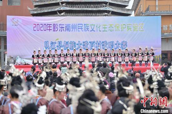 貴州省從江縣一支侗歌隊在參加比賽?!堑萝?攝