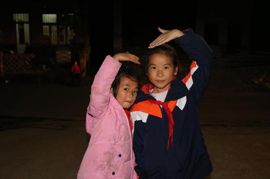 朱婧怡(左一)和她的小伙伴