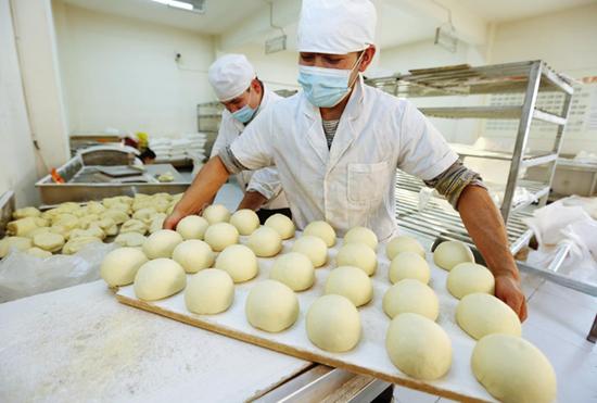 新疆库车市:馕产业带动村民致富
