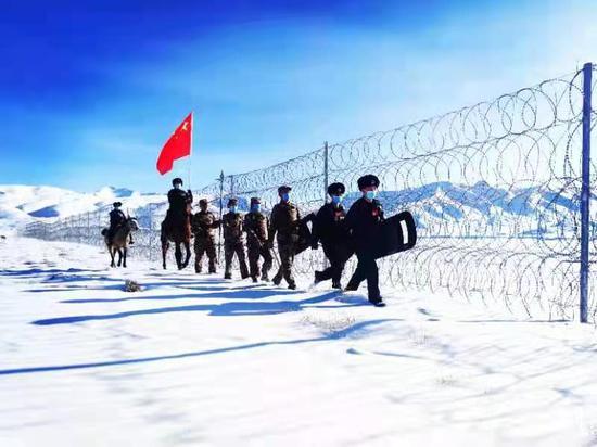 海拔3700米 新疆克州托云边境派出所民警踏雪巡边