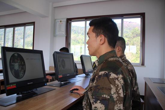 网络学习室。 温州武警供图