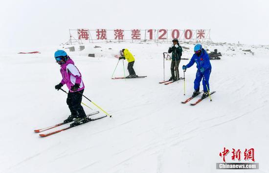 新疆富蕴:阿勒泰山深处的高山滑雪场