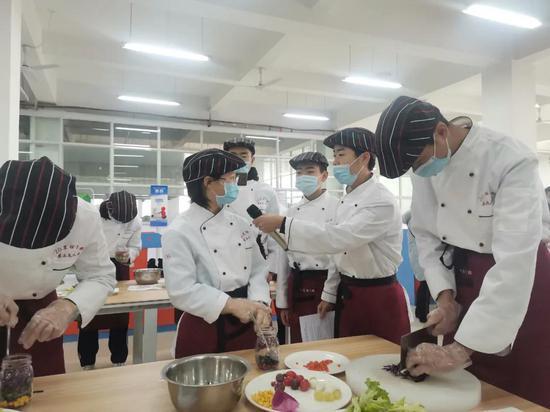 打破学科壁垒丨台州援疆教师为职校课堂注活力添动力