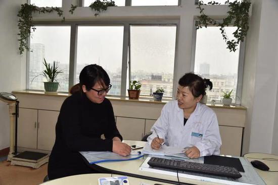 陈安儿(右)  宁波妇儿医院供图