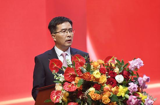 茅台集团党委委员、副总经理高山主持会议