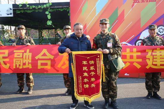 武警杭州支队开展助民爱民活动。 陈波 摄