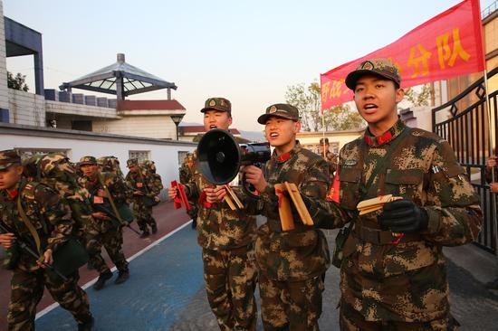 武警杭州支队文艺小分队。 陈波 摄