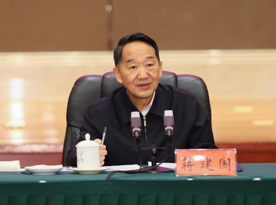 中央宣传部副部长蒋建国讲话。杜朋城 摄