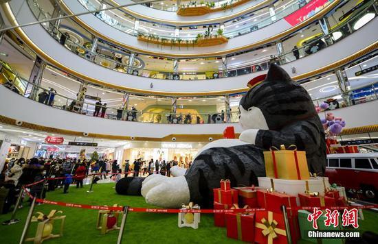 超7米巨型毛絨玩偶亮相烏魯木齊