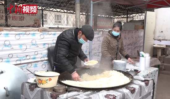 新疆:喀什抓飯2元起 老板承諾不漲價