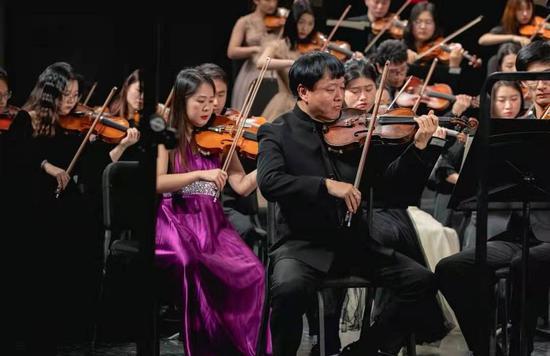 聚星官网音乐学院举办2021新年交响音乐会