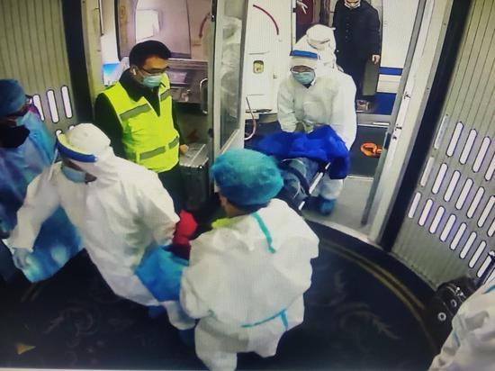 乌鲁木齐国际机场打通生命通道 顺利完成急救备降航班保障任务