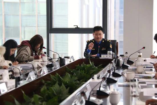 王奇洲介绍2020年绍兴城市管理工作。 绍兴城管供图