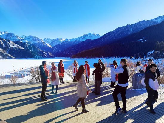 新疆天山天池景区:冬日风景美如画(组图)