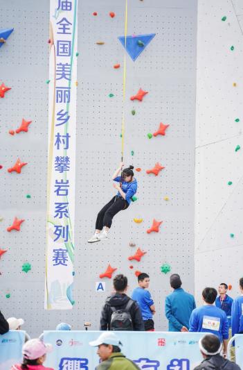 资料图:往届全国新年登高健身大会现场。江山市委宣传部 供图