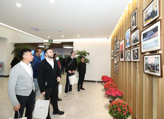海外人才參觀寧波高端裝備海外工程師協同創新中心 北侖供圖