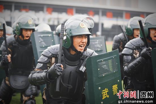 """武警贵州总队各支队打响新年度训练""""第一枪"""""""