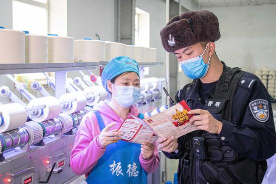 新疆博州:《民法典》宣讲走进企事业单位