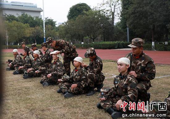 武警南宁支队新年开训点将练兵