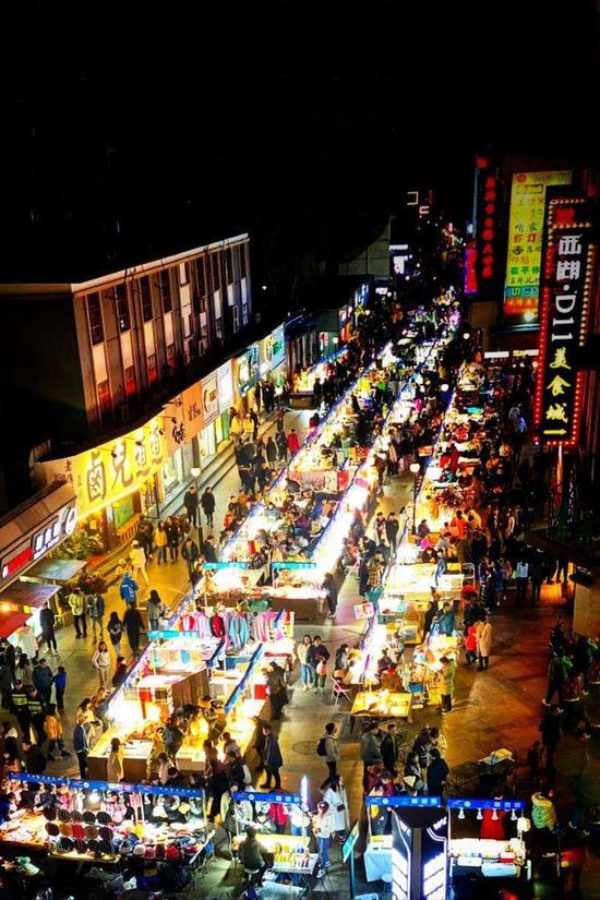 武林夜市街景。 下城 供图