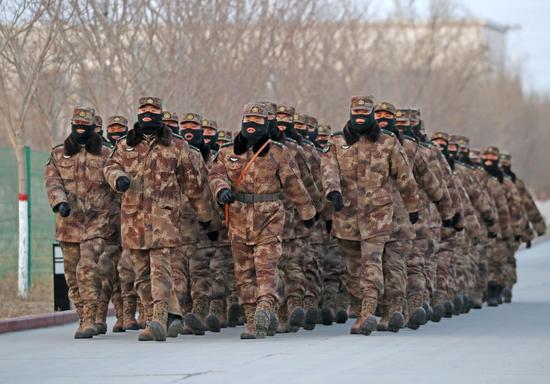 零下17℃ 新疆军区某训练基地打响开训第一枪!