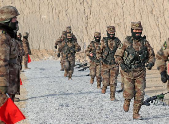 1月6日,射击完成后迅速集合。
