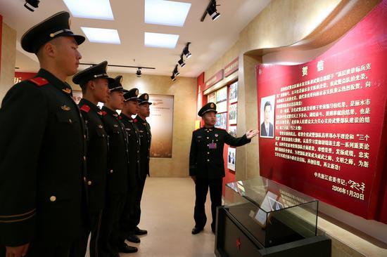 武警丽水支队新战友参观该支队历史纪念馆。刘治乾 摄
