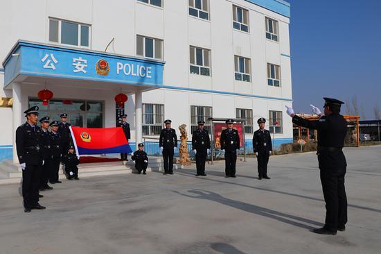 新疆阿瓦提公安喜迎首个人民警察节