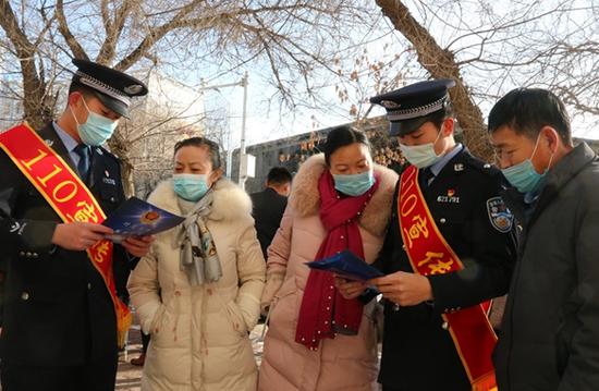 新疆奇巴隆边境派出所开展110宣传活动