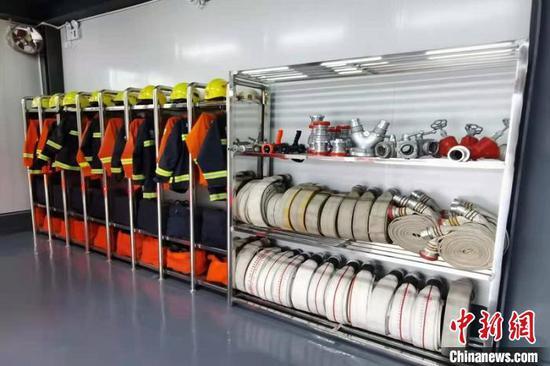 图为站内救援装备展示。
