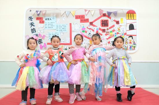 浙江:環保服裝秀廢品變新衣 金華開發區樹