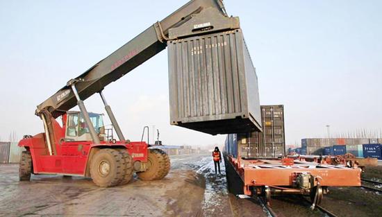 格库铁路开通首月过货量超55万吨