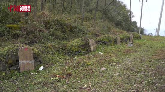 村民无偿捐土地 安置无名红军坟