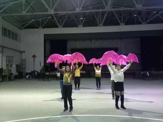 第二师二十四团天格尔社区载歌载舞迎新春