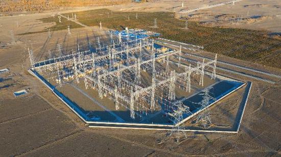 750千伏喀纳斯变电站成功送电,750千伏电网实现全覆盖。胡晓武 摄