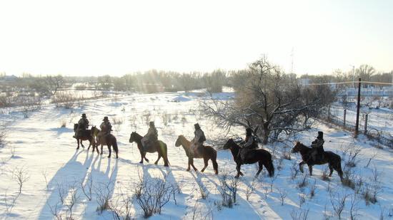 零下40℃ 新疆边防官兵穿越冰河守护祖国平安