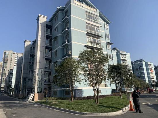 滨江江虹小区加装电梯。 滨江住建局 供图