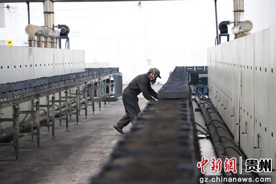 贵州丕丕丕电子科技有限公司生产车间。