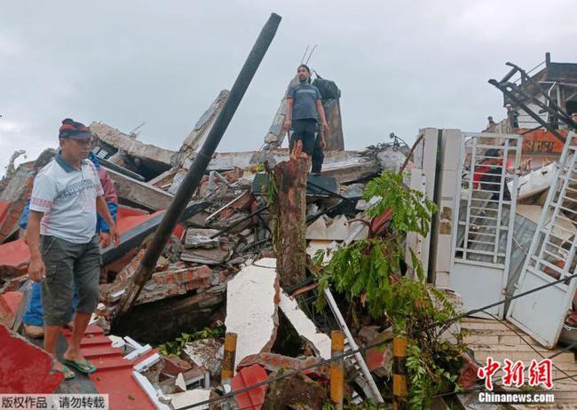印尼西苏拉威西省发生6.2级地震 已致3人死24人伤