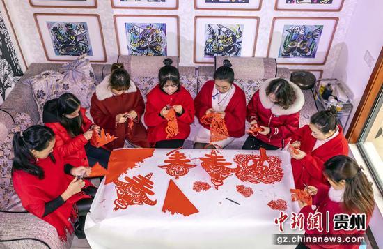 贵州黔西:剪纸迎新年