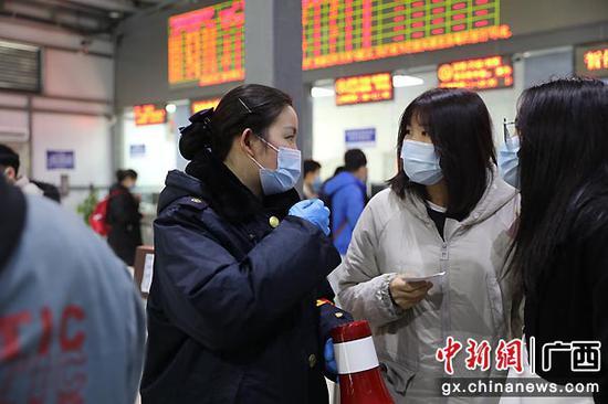 桂林火车站强化措施保障学生旅客出行