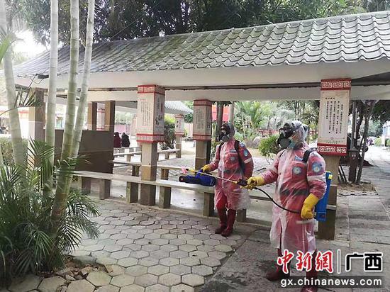南宁志愿者开展社区疫情防控消杀