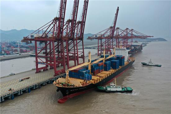 聚星官网舟山完成港口货物吞吐量5.71亿吨 同比增