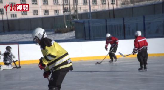 新疆冰球少年:向更广阔的赛场迈进