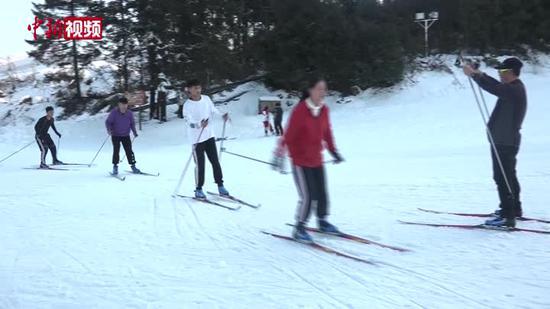 贵州运动健儿越野滑雪集训:盼走上冰雪运动之巅
