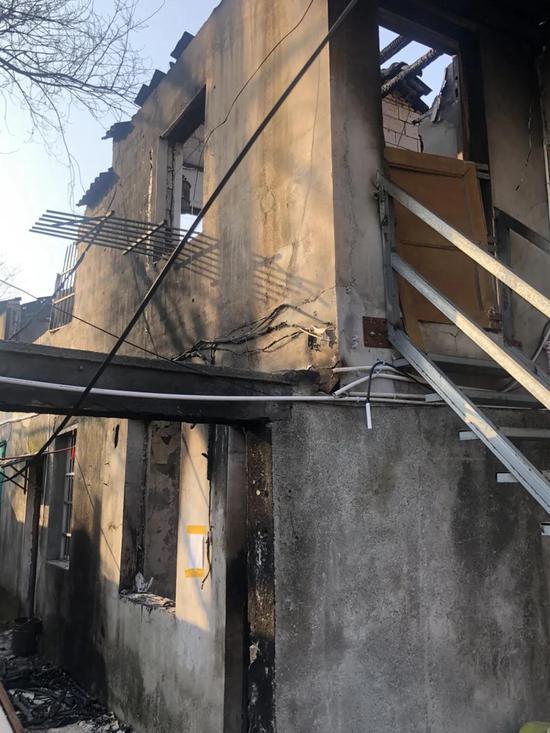火扑灭后的民房。南太湖新区供图