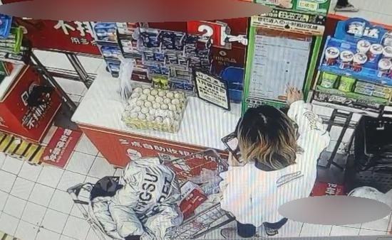 全职妈妈利用超市自助结款漏洞进行盗窃 朱甜 摄