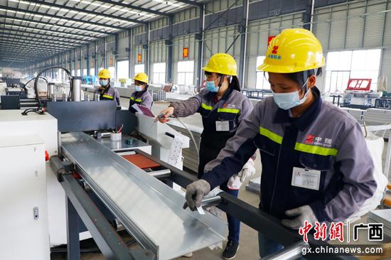 覃塘区全力做好工业企业稳岗留工促生产工作