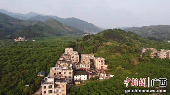 广西平乐县:数村庄变化 建美丽家园